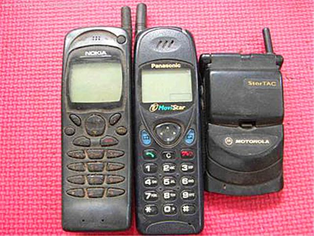 【11点红包】你的第一部手机是哪一年买的?什么牌子?开始用手机打电话有什么不同?